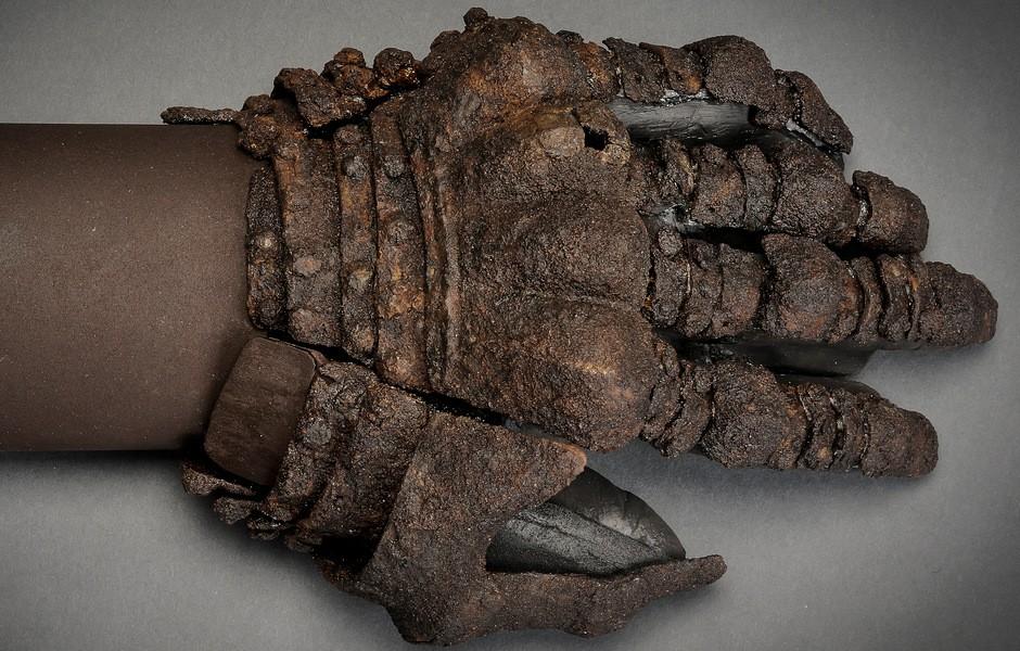 Armoured glove