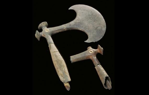 Processionsyxor av brons, Södermanland, Fors, 1500-1300 f.Kr. SHM 3573