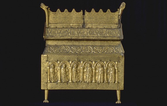 Relikskrin av ek, klädd med förgylld koppar, Västergötland, Eriksbergs kyrka, ca år 1175, SHM 5561