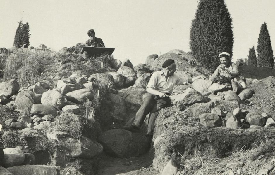 Greta Arwidsson och Holger Arbman vid utgrävning av Garnisonen 1934. Foto: Okänd/ATA